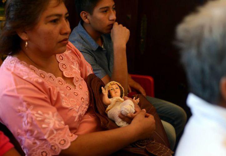 """La jornada de ayer se caracterizó por las bendiciones a los niños """"Dios"""" en la iglesia de la Candelaria. (Milenio Novedades)"""