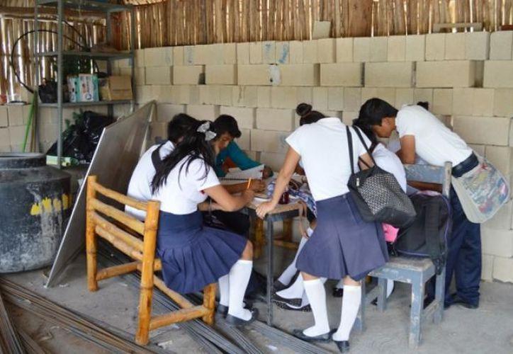 Esta escuela del sistema Emsad es la única opción de Educación Media Superior para los pobladores de doce comunidades. (Carlos Castillo/SIPSE)