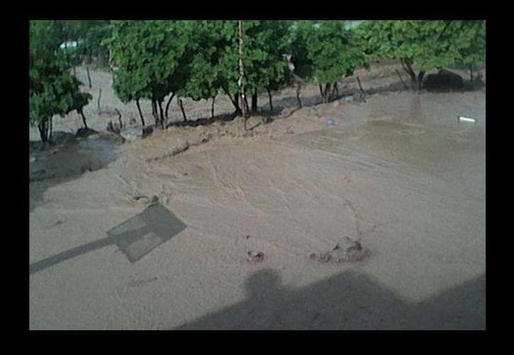 La tormenta que azotó la tarde de este domingo Quechultenango, Guerrero. (Rogelio Agustín Esteban/Milenio)
