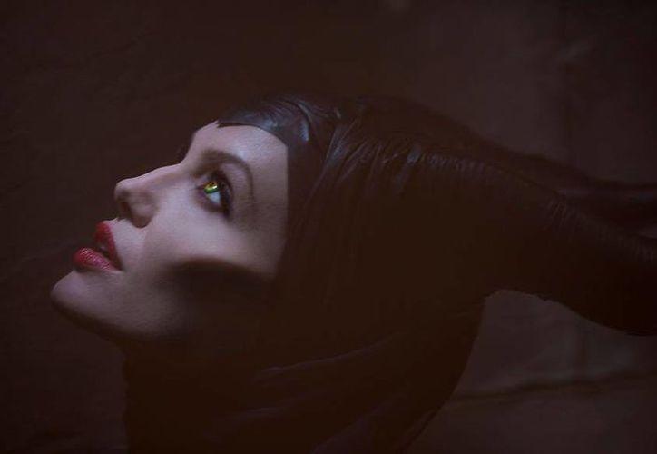 """""""Maléfica"""" descubre el por qué esta bruja se convirtió en la villana de """"La Bella Durmiente"""". (Facebook oficial)"""