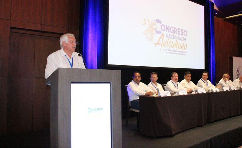 Víctor Villalobos Arámbula, participó en el quincuagésimo tercero Congreso Nacional de Avicultura de la UNA. (Adrián Barreto/SIPSE)