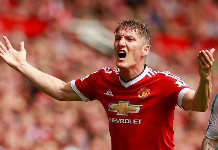 Bastian Schweinsteiger, campeón del Mundial de 2014, y quien hace poco anunció su retiro de la Selección Nacional, parece ya no tener cabida en el Manchester United. (mirror.co.uk)