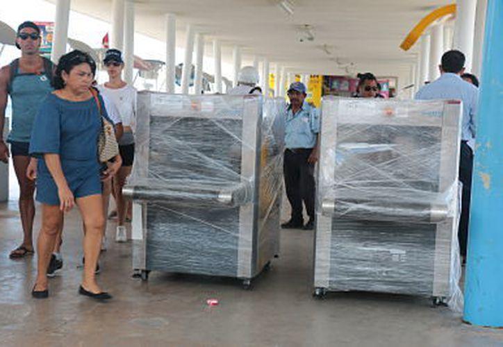 Los dispositivos van a escanear las pertenencias de los turistas. (Foto: Gustavo Villegas/SIPSE)