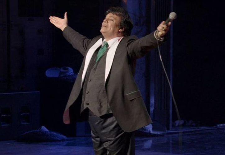 El cantautor Juan Gabriel volverá esta noche a los escenarios con su gira Volver, en un concierto en el Jockey Club de Lima. La imagen corresponde a una presentación del artista en Bellas Artes. (Juan Gabriel/Facebook)