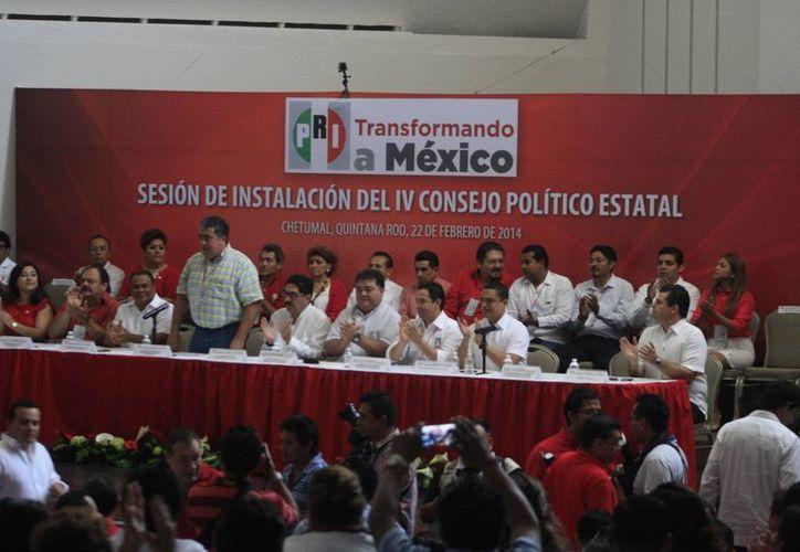 El presídium fue ocupado por diferentes miembros del partido. (Redacción/SIPSE)