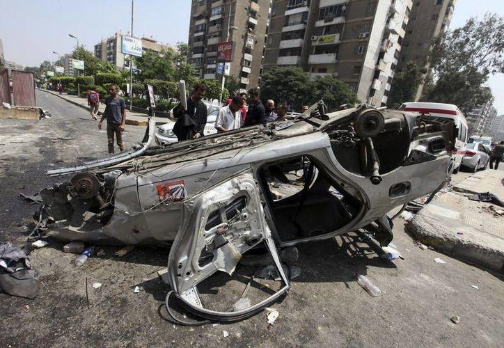 Muestra de los destrozos en la plaza de Rabea al Adauiya, en El Cairo, donde se encontraba la principal acampada de los islamistas que fue desmantelada. (EFE)