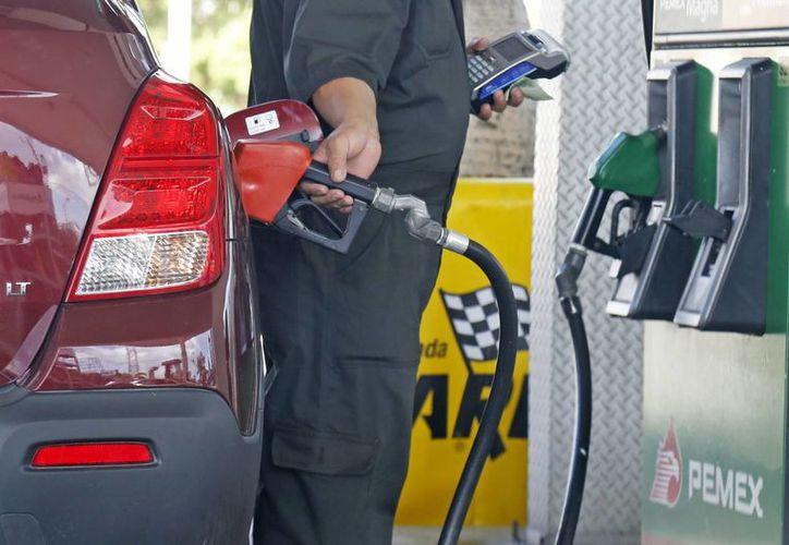 """""""Cuando se dé el alza a la zona, los desajustes iniciales en la forma de manejar y vender los combustibles ya va a estar estabilizado"""": Delegado.  (Jesús Tijerina/SIPSE)"""