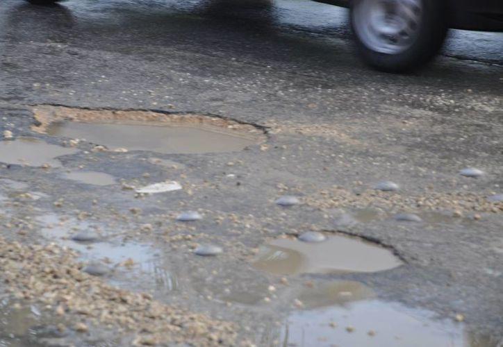 El programa de bacheo es inexistente; las calles continuarán dañadas. (Loana Segovia/SIPSE)