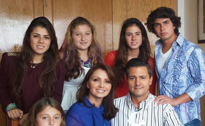 """""""Me siento una mujer plena, realizada y feliz"""", aseguró Rivera. (Facebook/Angélica Rivera)"""