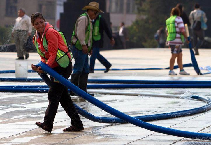 El aguinaldo es un derecho de todos los trabajadores, sin excepción alguna, ya sean de base, de confianza, de planta, sindicalizados, contratados por obra o tiempo determinado. (Archivo/Notimex)