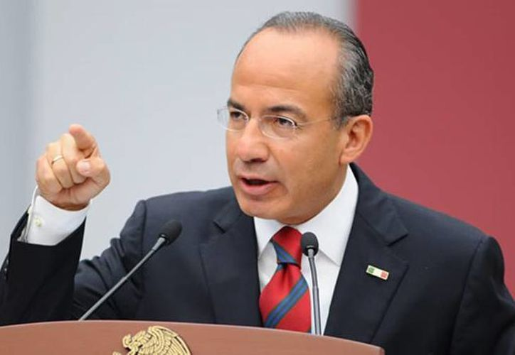 Calderóncriticó la postura del magnate republicano sobre la construcción del muro fronterizo. (Archivo/Agencias)