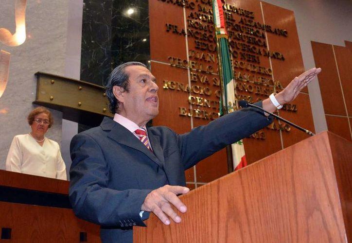 """Al asumir la gubernatura de Guerrero, Rogelio Ortega se comprometió a """"no criminalizar la protesta social sino atender sus demandas"""". (AP)"""