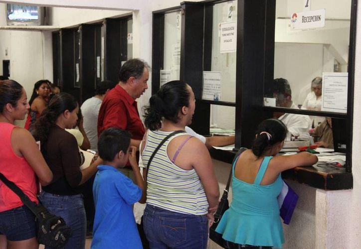 Ángela Romero Cabrera, originaria del Distrito Federal, comentó que en menos de una semana obtuvo su acta de nacimiento. (Tomás Álvarez/SIPSE)