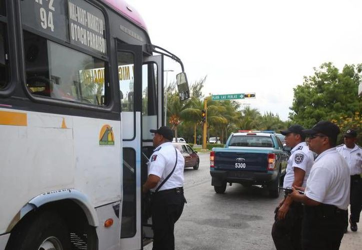 """La Policía Turística encabezó las acciones, que pertenecen al operativo """"Viajero Seguro"""".   (Redacción/SIPSE)"""