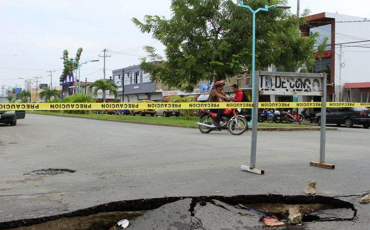 Para reparar las vialidades dañadas en Chetumal, se requiere al menos 112 millones de pesos. (Carlos Horta/SIPSE)