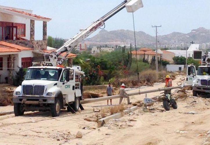 Los servicios de energía eléctrica y distribución de agua han sido restablecidos en un 90 por ciento en Baja California Sur. (Notimex).