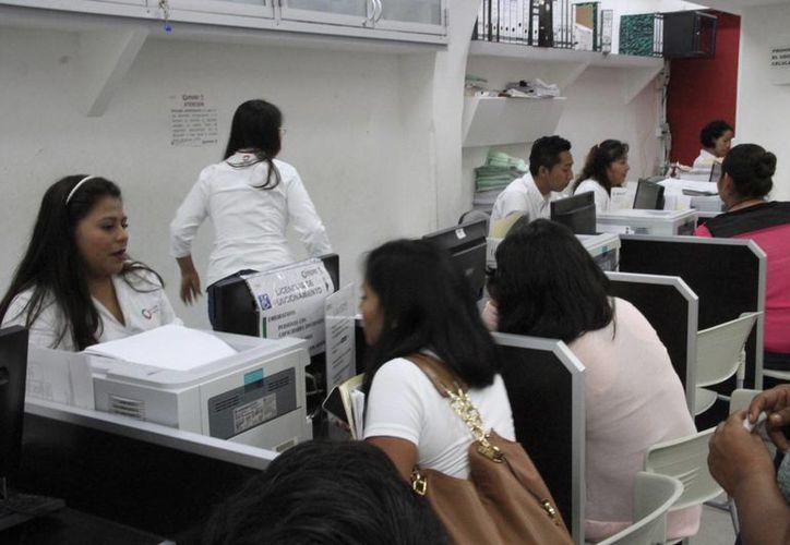 En algunas ocasiones los trabajadores logran conservar su puesto. (Tomás Álvarez/SIPSE)