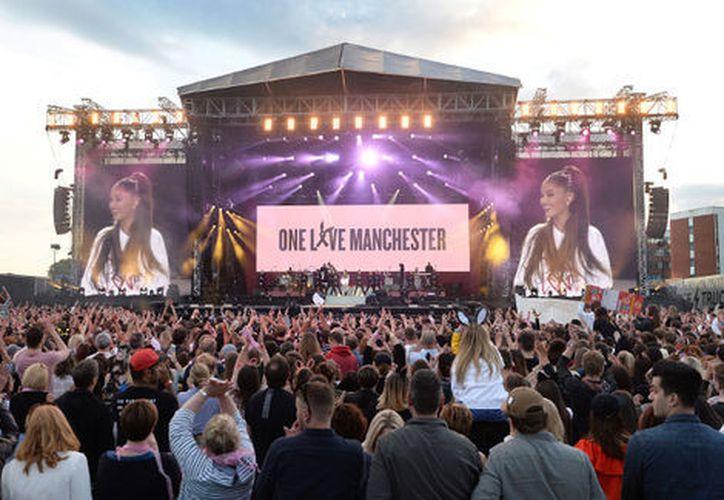 El concierto de Ariana Grande, en beneficio de las víctimas del atentado en el Manchester Arena, recaudó 296 mil 969 dólares en donativos. (Milenio)
