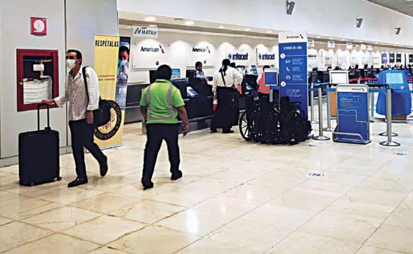 El flujo de pasajeros en el aeropuerto de Mérida alcanza los 2 mil 300 diariamente. (Novedades Yucatán)