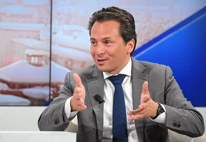 El director de Pemex, Emilio Lozoya, dice que con la reforma energética se pudieron usar mecanismos para contratar equipos y tecnologías para acelerar los descubrimientos de yacimientos. En la foto, en el 45 Foro Económico Mundial de Davos. (Notimex)