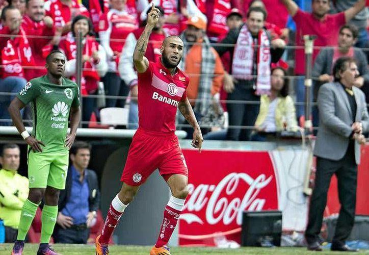 Con el triunfo ante América, Toluca sumó su segunda victoria en el Clausura 2017 de la Liga MX. En la foto, Jesús Méndez del Toluca celebra el segundo gol.(Foto tomada de Mediotiempo.com)
