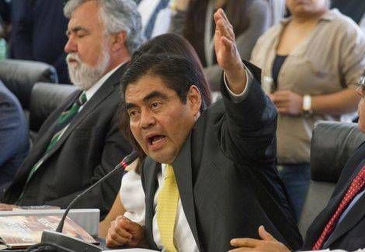 Miguel Barbosa, líder del PRD en el Senado, aseguró que con la reforma energética aumentarán los combustibles. (Milenio)