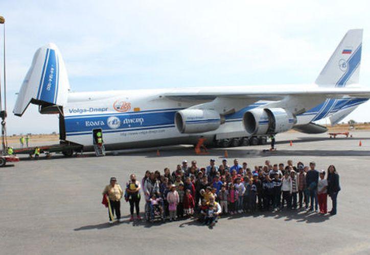 El Antonov es uno de los aviones más grandes del mundo, tiene una capacidad de carga de hasta 150 toneladas. (Milenio)