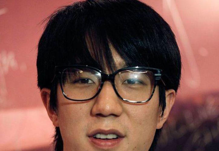 Sale de la cárcel hijo de Jackie Chan, Jaycee Chan, condenado a 6 meses de cárcel por consumir drogas. (AP)