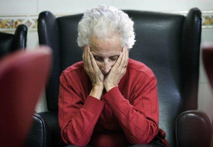 El Centro de Investigación del Envejecimiento de la Universidad de Indiana estudió durante dos años los efectos de la terapia ocupacional en los pacientes con Alzheimer y concluyó que ésta no puede demorar la pérdida de esas funciones. (EFE)
