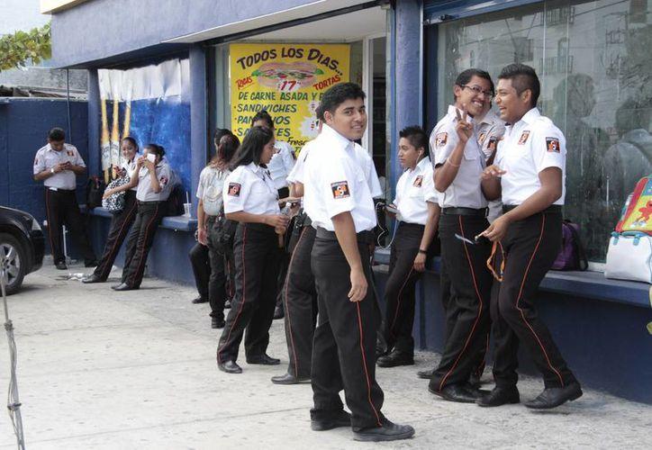 Los puestos de vigilancia y seguridad privada fueron los más solicitados por los ciudadanos. (Tomás Álvarez/SIPSE)