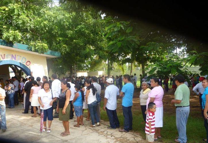 Inicio de votaciones en el municipio de Lázaro Cárdenas. (Raúl Balam/SIPSE)