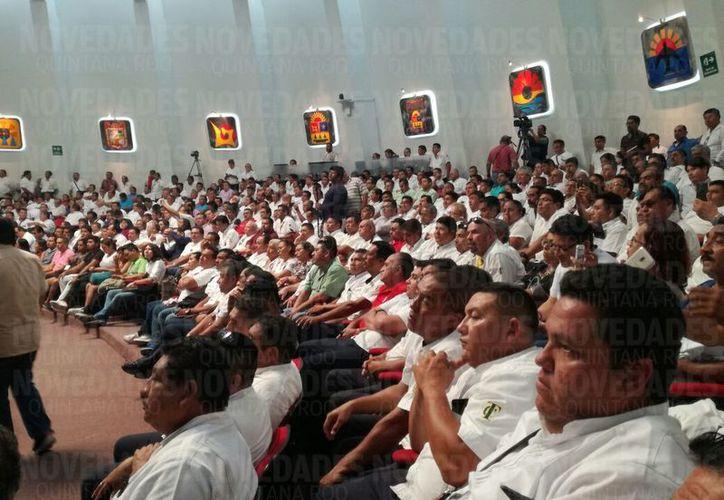Ante cientos de taxistas, esta tarde se aprobaron las reformas a la Ley de Movilidad. (Benjamín Pat/SIPSE)