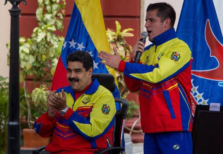 En medio de la larga crisis económica que arrastra Venezuela, miles de enfermos diabéticos exigen al presidente Nicolás Maduro (i) la entrada al país de medicamentos donados. (EFE/Foto de contexto)