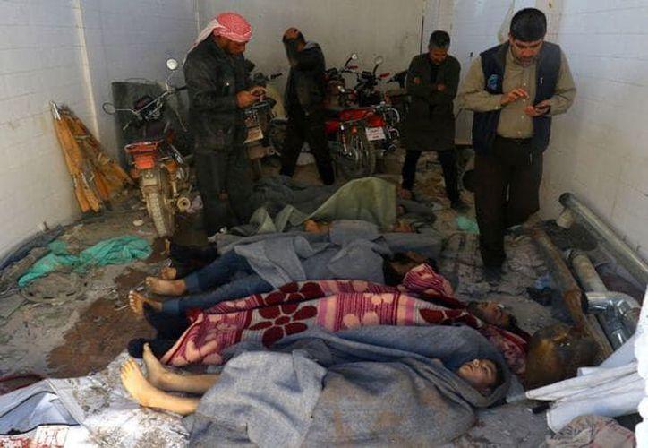 Al menos 19 niños y 13 mujeres están entre los fallecidos por el ataque químico. (Infobae).