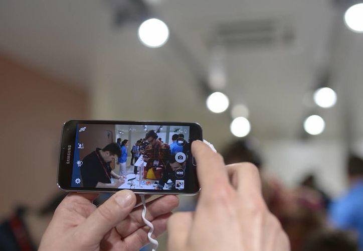 Una tendencia este año en las cámaras de los teléfonos celulares será el enfoque automático por detección de fases. (Agencias)