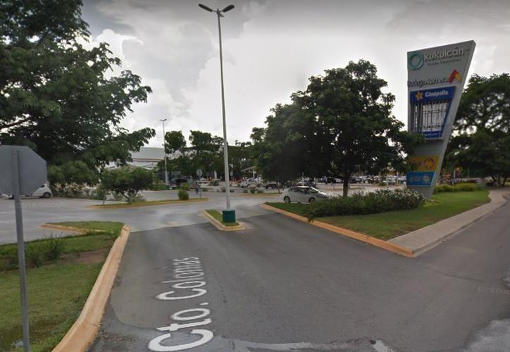 La adolescente se bajó de la camioneta  y aseguró que estaba siendo manoseada por el acusado, de lo que después se retractó. (Google Maps)
