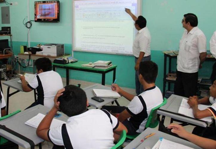 La presentación de las versiones finales de los textos para secundaria será del 5 al 8 de noviembre de 2013. (SIPSE/Contexto)