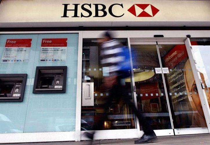 El grupo financiero HSBC es de nueva cuenta centro del escándalo, tras la revelación de que ayudó a decenas de persona en el mundo a evadir impuestos. La Imagen de una sucursal del banco HSBC, y está utilizada solo como contexto. (AP)