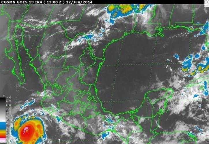 El huracán Cristina, se localiza aproximadamente a 400 kilómetros al suroeste de Manzanillo, Colima. (Redacción/SIPSE)