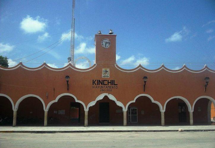 El caso del intento de fraude hacia el alcalde de Kinchil (cuya Palacio Municipal aparece en esta foto) es el primer caso que se registra en lo que va de las nuevas administraciones de los ayuntamientos que entraron en funciones el 1 de septiembre. (SIPSE)