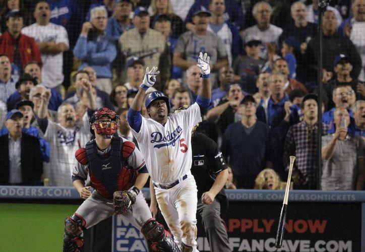 Uribe encontró un lanzamiento con cuenta de 2-2 y mandó la esférica al bullpen de los Dodgers. (Agencias)