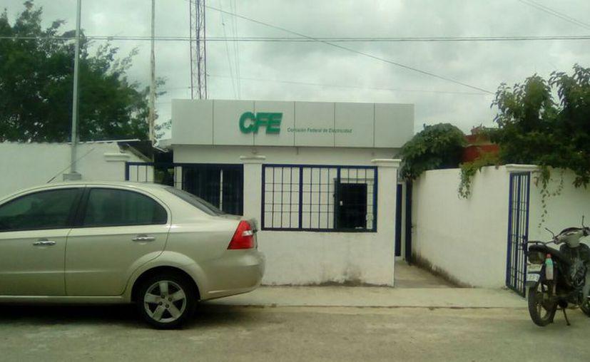 El responsable de cobro de la CFE mencionó que no han presentado ningún problema y trabajan con normalidad. (Javier Ortiz/SIPSE)