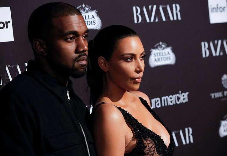 Kim Kardashian fue víctima la semana pasada de un acosador de celebridades que intentó agredirla cuando entraba en un restaurante.(EFE)