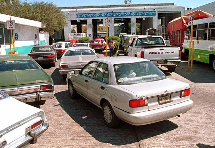 Los automóviles podrán circular con el engomado obtenido durante el segundo semestre de 2017, (Foto: Voces del Periodista Diario)