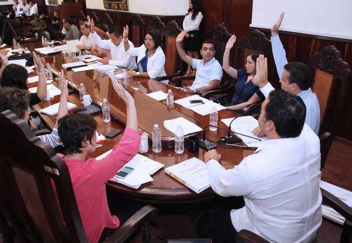 En sesión extraordinaria que se realizó este lunes, el Ayuntamiento aprobó el proyecto de la Ley de Ingresos del Municipio para 2015. (SIPSE)