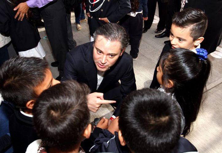 Imagen de archivo del secretario de Educación Aurelio Nuño Mayer, quien explicó que el equipamiento y la conectividad de las escuelas es una parte central en la implementación de la estrategia @prende 2.0. (Archivo/Notimex)