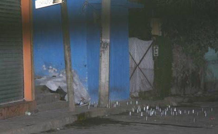 Los cuerpos de las víctimas quedaron sobre unos escalones. (Milenio)
