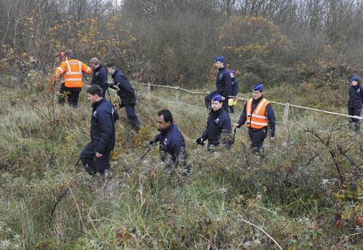 Imagen de los agentes durante la búsqueda del banquero Geert Tack. (hln.be)