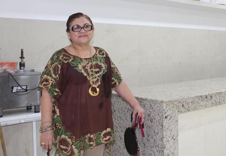 Doña Melva, tiene 62 años de edad y sigue buscando cada día nuevas formas de hacer pasteles. (Joel Zamora/SIPSE)