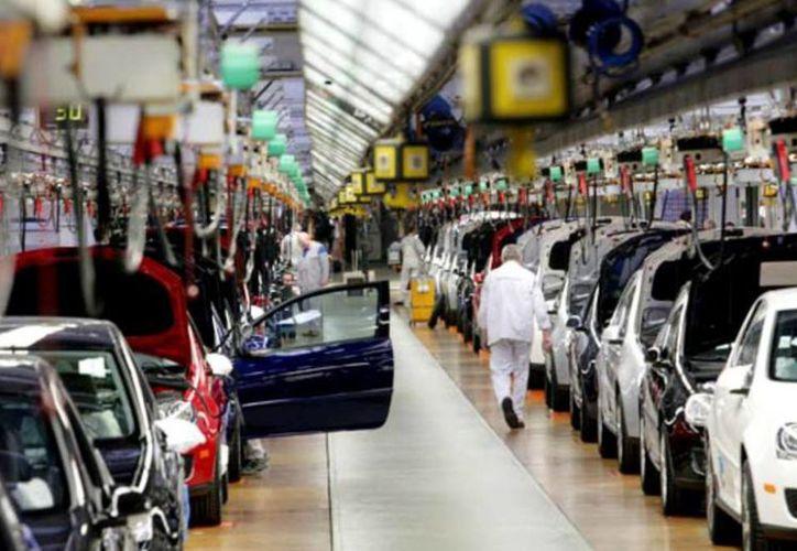 La producción de vehículos en noviembre pasado creció 11.4 por ciento comparado con igual mes de 2013, con la fabricación de 284 mil 816 unidades. (mundoejecutivo.com.mx)